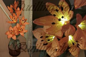 Оранжевые лилии из бумажных веревочек TwistArt